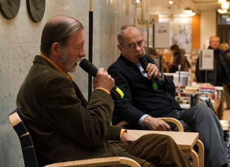Seppo Laurell ja Jörn Donner majakoista keskustelemassa