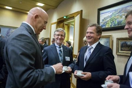 Kuvassa vasemmalta: suurlähettiläs Bruce J. Oreck, Juha Nurminen, tasavallan presidentti Sauli Niinistö ja Ari Kaperi. Kuva: Max Edin.