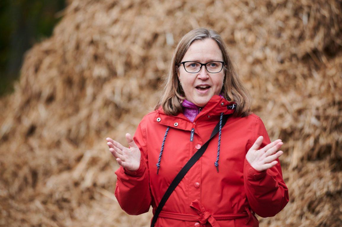 Luonnonvarakeskuksen Kristiina Regina kertoi niiton positiivisista ilmastovaikutuksista.