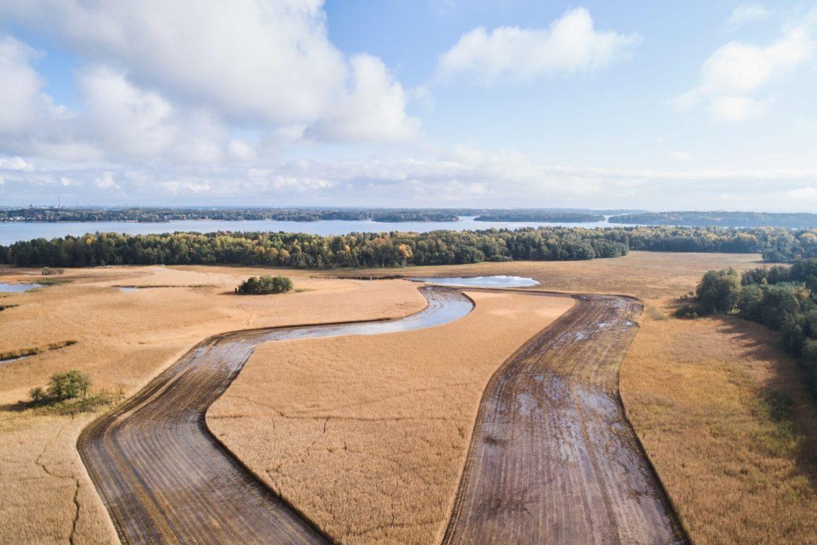 Ruo'on niittoa Kirkkonummella, Norra Fladetin alueella.